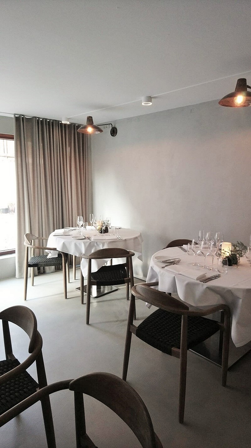 Restaurant indretning med rolige farver By Steinvig