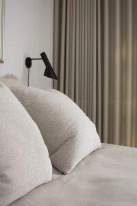 Soveværelse-gardin-indretning-bysteinvig
